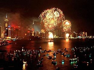 【タイ】首都を流れる雄大な川で花火観賞