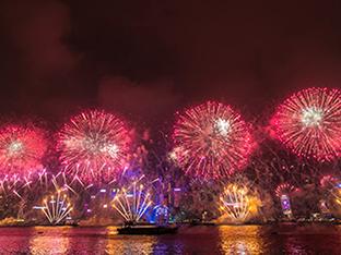 【香港】壮大すぎる花火と100万ドルの夜景!